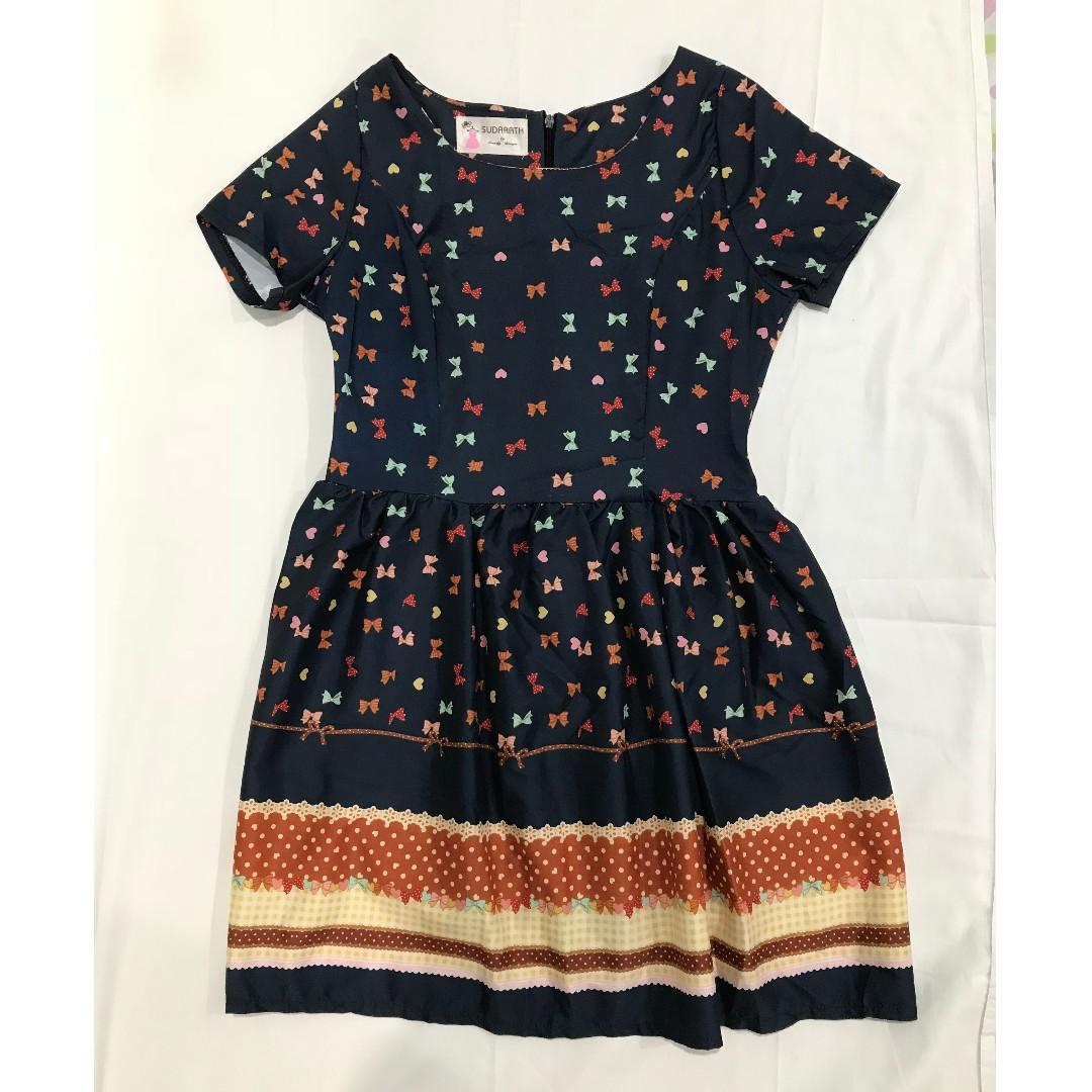 Bow-patterned navy blue dress