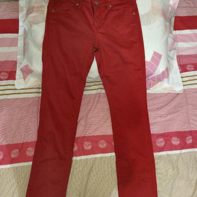 Celana Uniqlo Merah