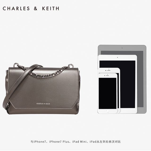 Charles & Keith Pushlock chain shoulder