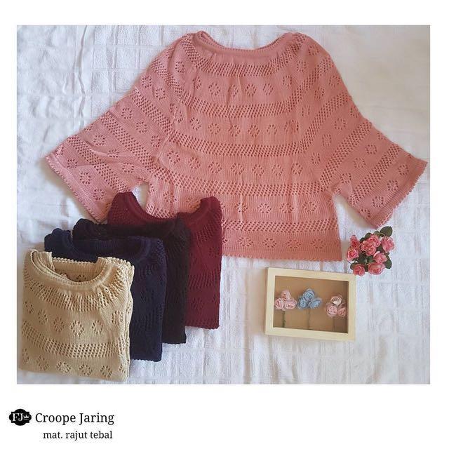 Crop sweater rajut jaring