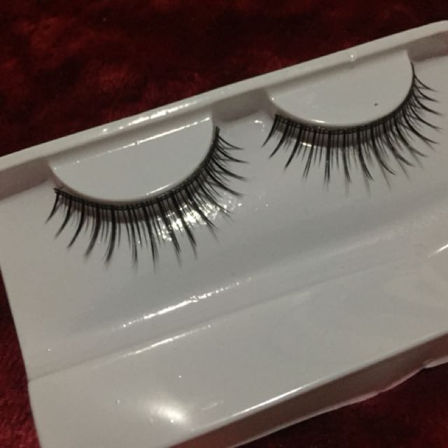 False lashes never been used