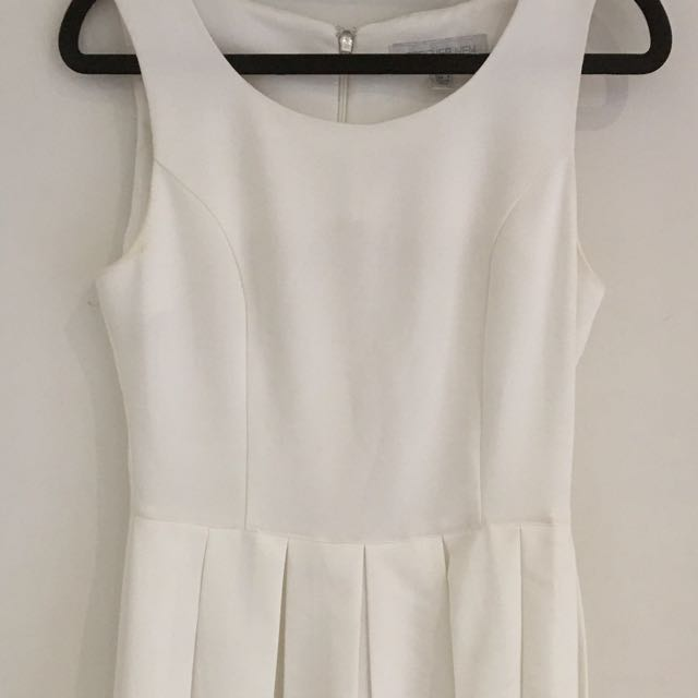 FOREVER NEW Size 8 Off White Pleated Dress