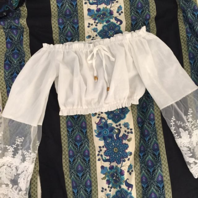 Lace bell sleeve crop