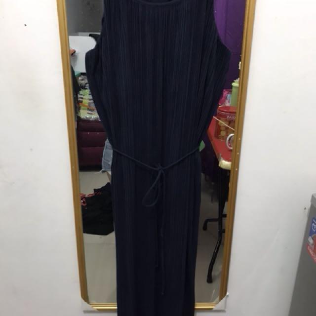 Long pleat dress navy