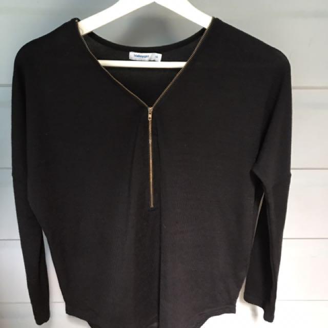 longsleeves black t-shirt