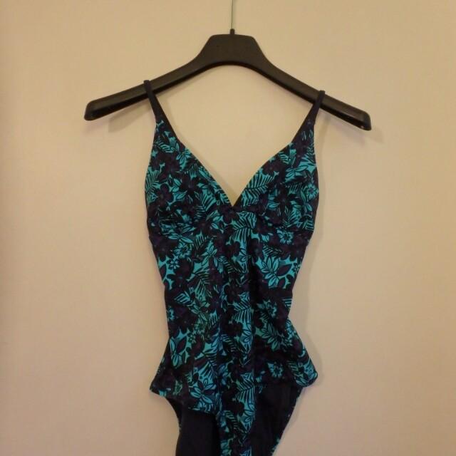 One piece swimsuit (medium)