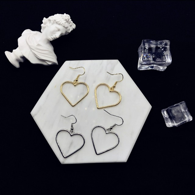 PREORDER Heart-Shaped Hollow Dangling Earrings