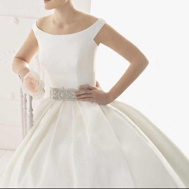 Rosa Clara Wedding Gown for a Petite Bride, Preloved Women\'s Fashion ...