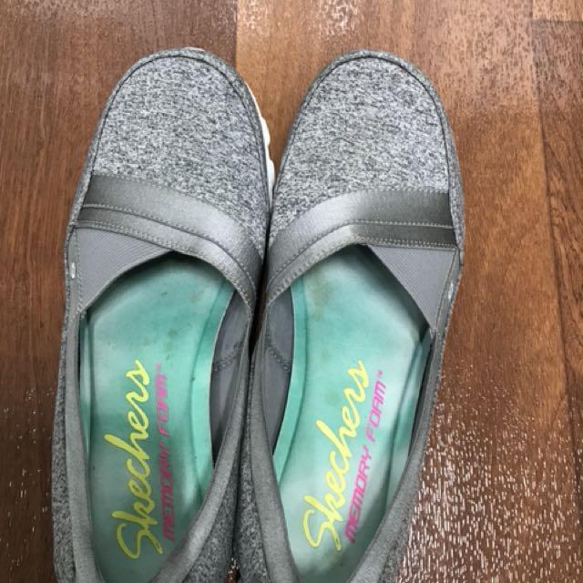 Skechers memory foam sneaker flats 10