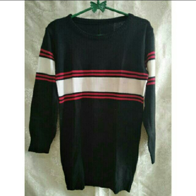 Sweater hitam strips