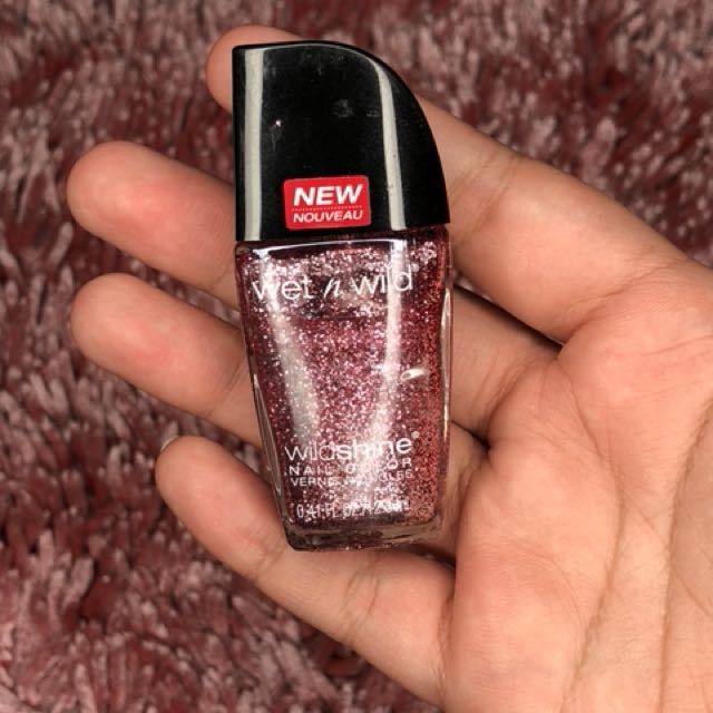 Wet n Wild wildshine nail color - Sparkled Etincelle (Glitter Pink)