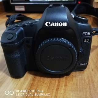 Canon 5D Mark II + brand new Condition battery hand grip+ 3 X original batteries