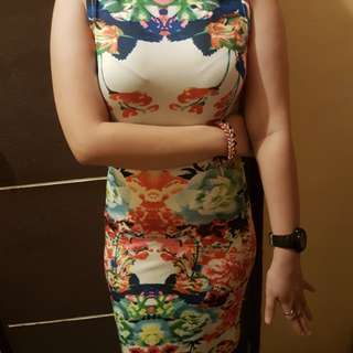 Floral fitted dress/ 9/10 condtion / classy