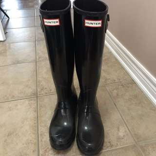 Hunter Tall rain boots size 8