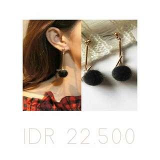 earrings pom pom
