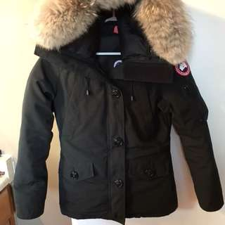 Canada goose winter jacket extra small in women's wore 2 times dry cleaned and ready to go!!!!