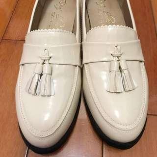🚚 含運-D+AF全新亮面低跟樂福鞋米色