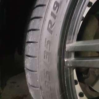 Staggard 19inch sport rim with 1mth old perilli pzero tyres