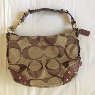 Coach Classic Signature Carly Hobo 💯Authentic
