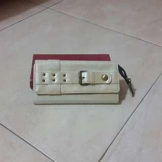 Dompet warna cream