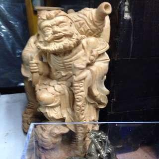 鐵拐李木雕像