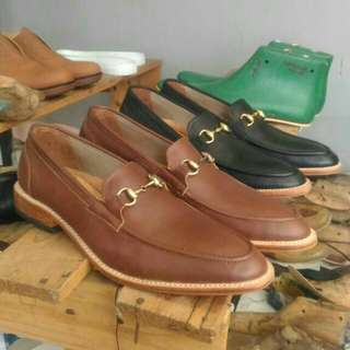 Loafer dress shoes with vegtan leather outsole