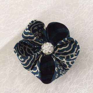 Japanese-inspired 'Kanzashi' Fabric Flower Brooch (Deep Blue)