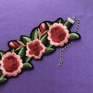 Flower patch choker