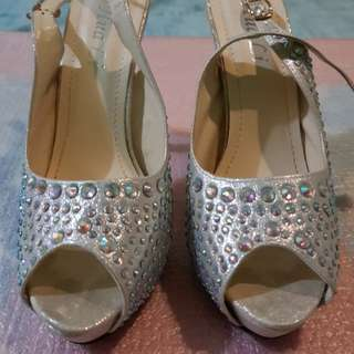Formal shoes with stones