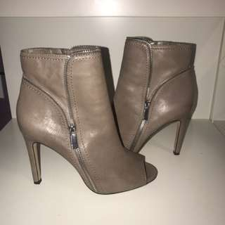 Vince Camuto Heeled Booties Size 7
