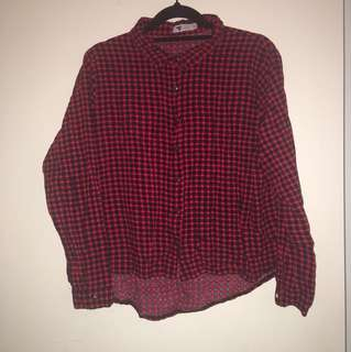 Cropped red and white collared button down top