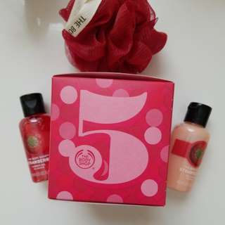 The Body Shop Strawberry Shower Gel, Gel Lotion & Bath Lily Gift Set