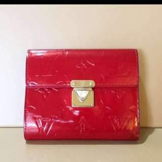 Udah Preowned Louis Vuitton Flap Wallet in Red Monogram Varnish 2007 with 9 card slots, dustbag, box (12.5 x 10 cm)