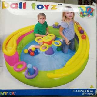 Inflatable pool with free balls toy