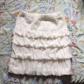 米色小短裙
