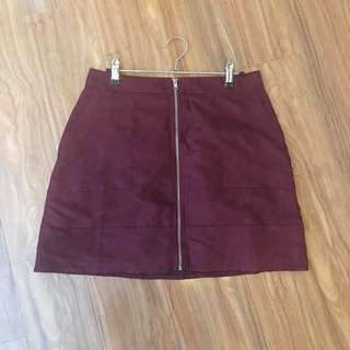 Burgundy zip front skirt with pockets (size medium 10-12)