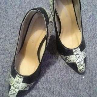 Shoo in Heels (Size 4)