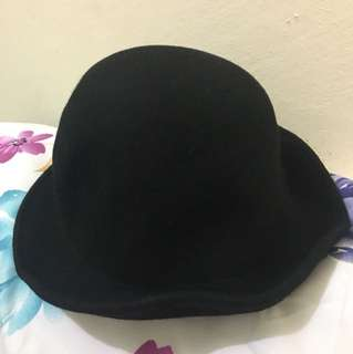 BLACK ROUNDED HAT
