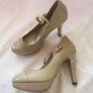 Esperanza Closed Heels