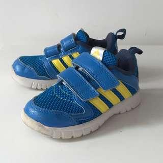 adidas 男童運動波鞋