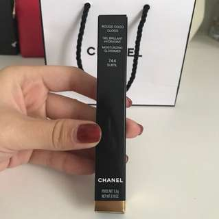 Chanel rouge coco gloss (744)