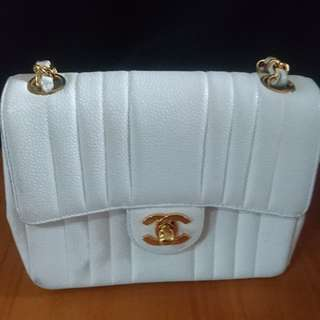 Chanel white shoulderbag