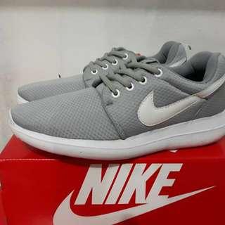 Sepatu Nike Rosherun Two