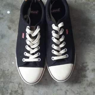 Levi's Black Canvass sneakers