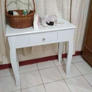 Meja kamar simple design