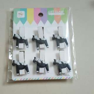 Horse wooden pegs
