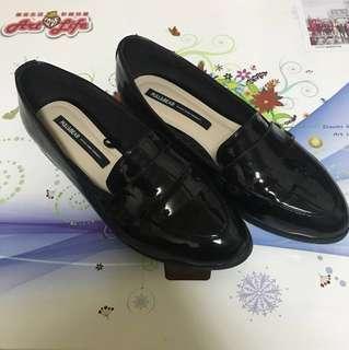 🚚 Pull & bear 黑色漆皮鞋 學院風 文青風 36