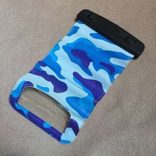 Waterproof pouch without strap
