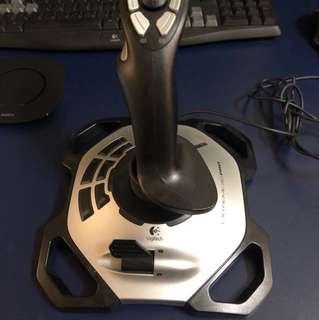 Logitech Xtreme 3D pro flightstick