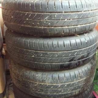 Velg &Ban Dunlop ukuran 175/65 R14 kondisi 80%